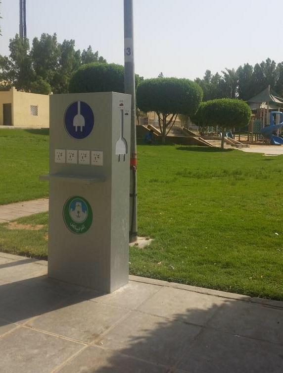 أمانة الرياض تزود الحدائق بـأجهزة للشحن الكهربائي ومنافذ USB