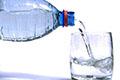 طبيب الماني ينصح بعدم شرب الماء البارد في الأجواء شديدة الحرارة
