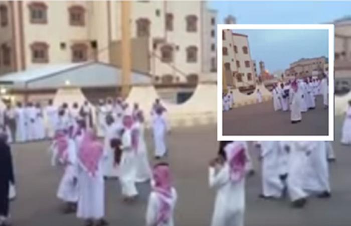 بالفيديو.. شباب يقدمون مليون ريال (عانية) لصديقهم المفصول من عمله