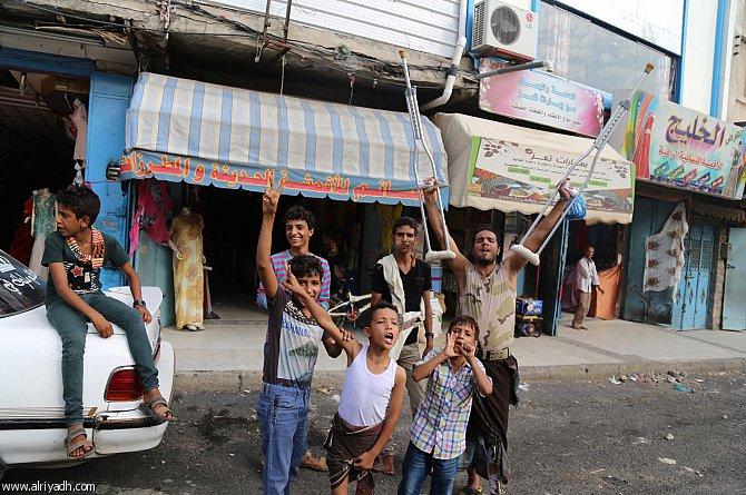 سكان تعز يحتفلون بالانتصار على الحوثيين وقوات صالح