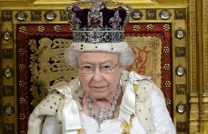 إليزابيث تحطم الرقم القياسي لتصبح أطول ملوك بريطانيا جلوسا على العرش