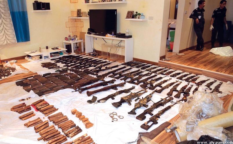 غواص كويتي يتلقّى الأسلحة من قوارب إيرانية